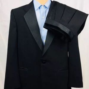 Burberry's 1-Btn Tuxedo 44R Black ( 38x29) Satin